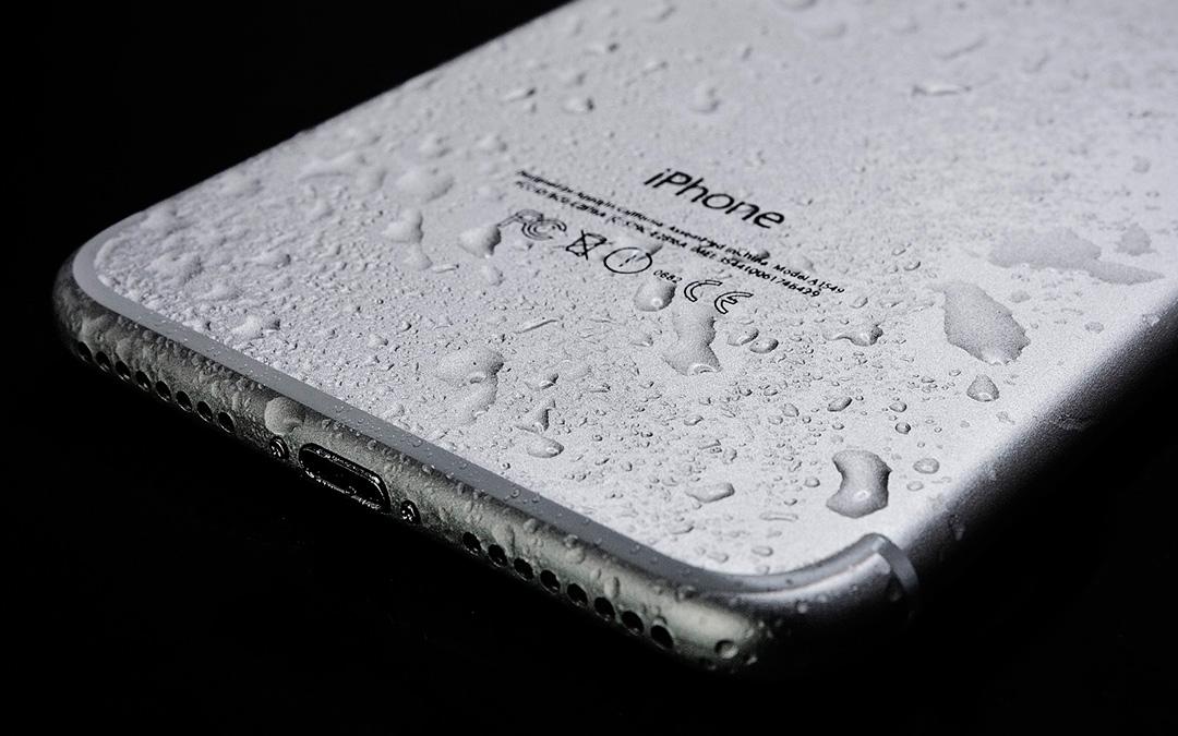¿iPhone mojado? Te lo reparamos también en domingo
